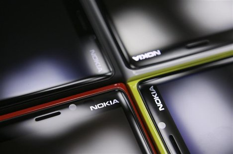Nokia Lumia smartphones are pictured in a shop in Warsaw, January 11, 2013.REUTERS/Kacper Pempel