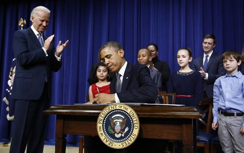 U.S. President Barack Obama, flanked by 8-year old letter writer Hinna Zeejah (L), 10-year old letter writer Taejah Goode (3rd L), 11-year o