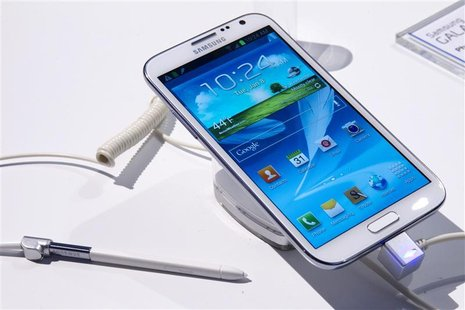 A Samsung Galaxy Note II phone-cum-tablet is displayed during the first day of the Consumer Electronics Show (CES) in Las Vegas January 8, 2