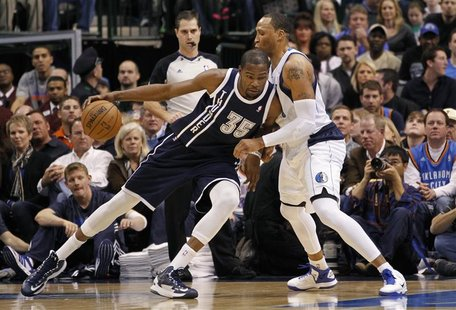 Oklahoma City Thunder forward Kevin Durant (L) dribbles as Dallas Mavericks forward Shawn Marion defends during the first half of their NBA