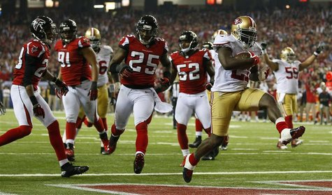 San Francisco 49ers running back Frank Gore (R) scores a touchdown past Atlanta Falcons strong safety William Moore (25) during the fourth q