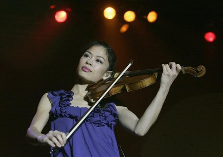 Violinist Vanessa Mae is seen performing on stage during a concert in Prague in this September 25, 2008 file photograph. Vanessa-Mae has put