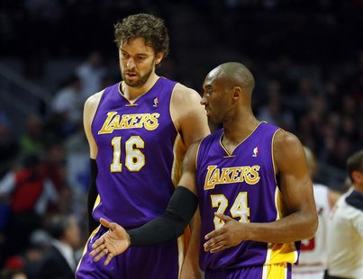 Los Angeles Lakers power forward Pau Gasol (L) listens to Los Angeles Lakers shooting guard Kobe Bryant (R) during the first half of their N