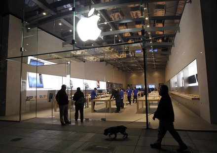 The Apple retail store is shown in Palo Alto, California November 2, 2012, prior to the iPad mini initial sales offerings. REUTERS/Robert Ga