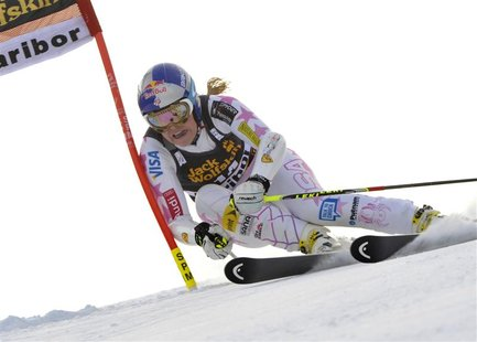 Lindsey Vonn of the U.S. clears a gate during the first run of the World Cup Women's Giant Slalom race in Maribor, January 26, 2013. REUTERS