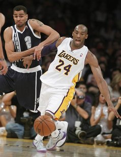 Oklahoma City Thunder shooting guard Thabo Sefolosha (2) knocks the ball away from Los Angeles Lakers shooting guard Kobe Bryant (24) to ste