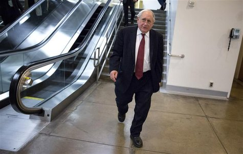 Senator Carl Levin, (D-MI), walks on Capitol Hill in Washington November 13, 2012. REUTERS/Joshua Roberts