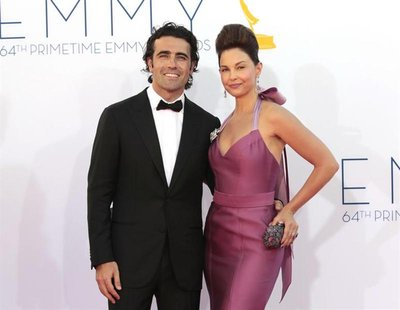 Ashley Judd and Scottish racecar driver Dario Franchitti arrive at the 64th Primetime Emmy Awards in Los Angeles September 23, 2012. REUTERS