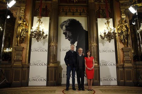 """Lincoln"" director Steven Spielberg (C) and cast members Daniel Day-Lewis and Sally Field pose during a photocall to promote the movie in Ma"