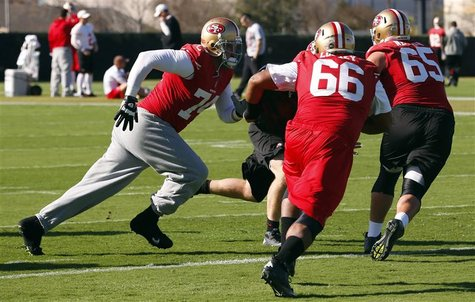 San Francisco 49ers tackle Joe Staley (L), guard Joe Looney (C), and guard Al Netter work on blocking drills during a NFL Super Bowl XLVII f