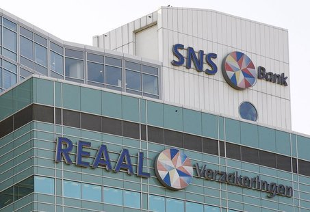 The logos of Dutch banking and insurance group SNS Reaal are seen in Utrecht November 13, 2008. REUTERS/Michael Kooren.