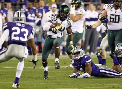 Oregon Ducks running back Kenjon Barner (24) runs past Kansas State Wildcats linebacker Arthur Brown (4) during the Fiesta Bowl football gam
