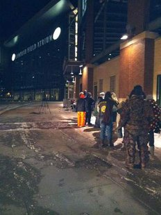 Fans line up for free tickets to Donald Driver's official retirement event outside Lambeau Field on February 1, 2013. (courtesy of FOX 11).