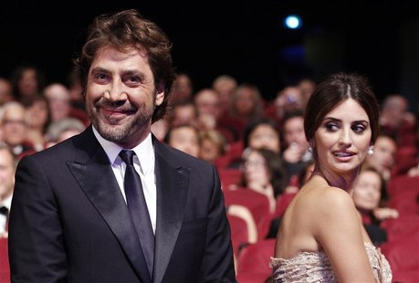 Actor Javier Bardem (L) arrives with his wife actress Penelope Cruz (R) at the award ceremony of the 63rd Cannes Film Festival May 23, 2010.