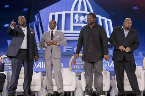 Tampa Bay Buccaneers player Warren Sapp (L), former Minnesota Vikings player Cris Carter (2nd L), former Baltimore Ravens player Jonathan Og