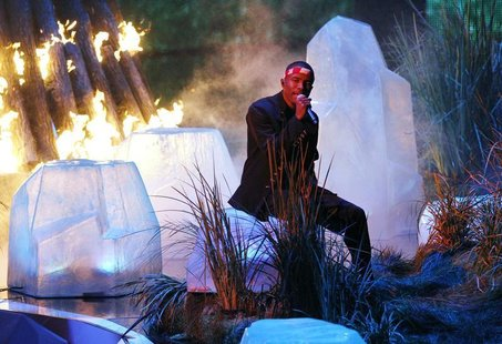 "Frank Ocean is bathed in red light as he performs ""Thinkin Bout You"" during the 2012 MTV Video Music Awards in Los Angeles, September 6, 201"