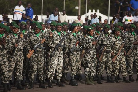 Malian soldiers stand guard before the arrival of France's President Francois Hollande at Independence Plaza in Bamako, Mali February 2, 201