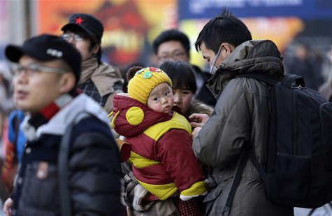 A family arrives at Beijing West Railway Station February 5, 2013. REUTERS/Jason Lee