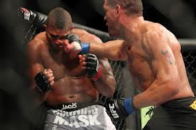 Bigfoot Silva lands knockout blow to Alistair Overeem