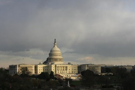 The U.S. Capitol building is seen as the sun begins to set under heavy cloud cover in Washington November 20, 2008. REUTERS/Jim Bourg