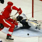 Detroit Red Wings defenseman Jonathan Ericsson scores. REUTERS\Bob Strong