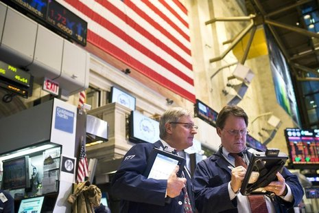 Traders work on the floor of the New York Stock Exchange in New York, December 21, 2012. REUTERS/Andrew Burton