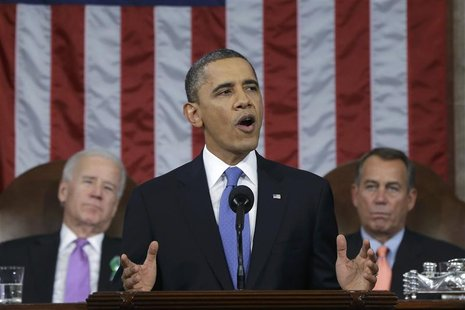 U.S. President Barack Obama (C), flanked by Vice President Joe Biden (L) and House Speaker John Boehner (D-OH), delivers his State of the Un