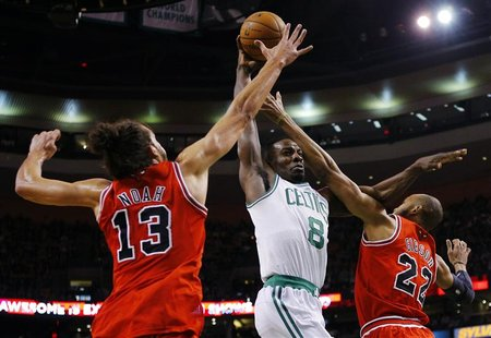 Boston Celtics forward Jeff Green (C) drives to the basket between Chicago Bulls center Joakim Noah (L) and Bulls forward Taj Gibson in the
