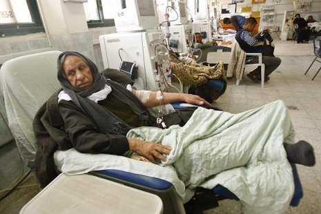 A Palestinian man undergoes kidney dialysis in a hospital in Khan Younis in the southern Gaza Strip March 24, 2012. REUTERS/ Ibraheem Abu Mu