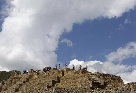 Tourists visit the Inca citadel of Machu Picchu in Cuzco August 21, 2012. REUTERS/Claudia Daut