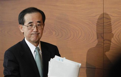 Bank of Japan Governor Masaaki Shirakawa leaves a news conference in Tokyo February 14, 2013. REUTERS/Yuya Shino