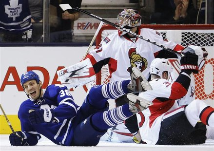 Toronto Maple Leafs Frazer McLaren (L) celebrates his goal against Ottawa Senators goalie Craig Anderson (C) and Marc Methot during the firs