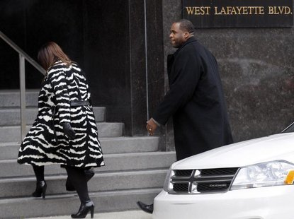 Former Detroit Mayor Kwame Kilpatrick and his wife Carlita enter the federal court house following a break in the closing arguments of his f