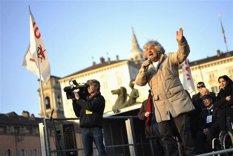 Five-Star Movement leader and comedian Beppe Grillo (front L) gestures during a rally in Turin February 16, 2013. REUTERS/Giorgio Perottino