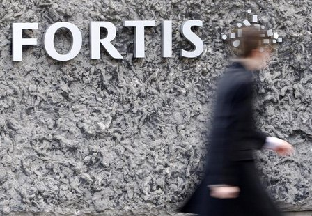 A man walks past the logo of the financial group Fortis NV at the entrance of the company's headquarters in Brussels March 6, 2009. REUTERS/