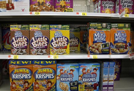 Boxes of Kellogg's cereal are displayed on a store shelf in Westminster, Colorado April 26, 2009. REUTERS/Rick Wilking