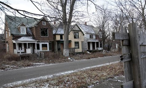 A row of vacant and blighted houses are seen in a once vibrant east side neighborhood in Detroit, Michigan January 22, 2013. REUTERS/Rebecca