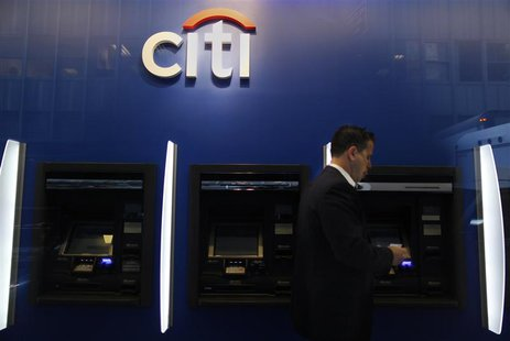 A man walks past a Citibank branch in lower Manhattan, New York October 16, 2012. REUTERS/Carlo Allegri (UNITED STATES - Tags: BUSINESS) - R