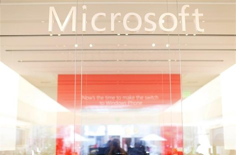 The interior of a Microsoft retail store is seen in San Diego January 18, 2012. REUTERS/Mike Blake (UNITED STATES - Tags: BUSINESS SCIENCE T