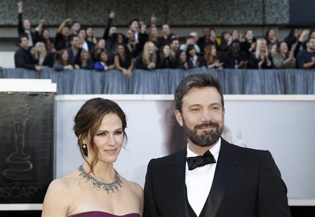 Argo director Ben Affleck poses with wife Jennifer Gardner arrive at the 85th Academy Awards in Hollywood, California February 24, 2013. REU