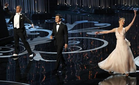 Host Seth MacFarlane (C) peforms a dance with Channing Tatun (L) and Charlize Theron at the 85th Academy Awards in Hollywood, California Feb