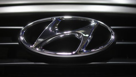 A Hyundai logo is seen on a car at the Paris Mondial de l'Automobile, September 28, 2012. REUTERS/Christian Hartmann