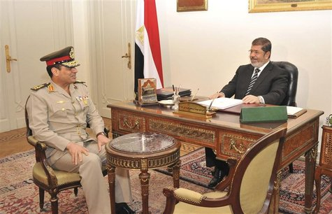 Egypt's President Mohamed Mursi (R) meets with Defence Minister General Abdel Fattah Sisi in Cairo in this August 22, 2012 file picture. To