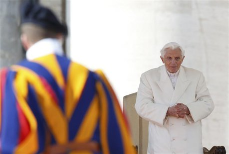 Pope Benedict XVI holds his last general audience in St Peter's Square at the Vatican February 27, 2013. REUTERS/Alessandro Bianchi