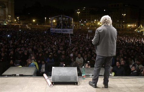 Five Star Movement leader and comedian Beppe Grillo (R) speaks during a rally in Rome February 22, 2013. REUTERS/Max Rossi (ITALY - Tags: PO