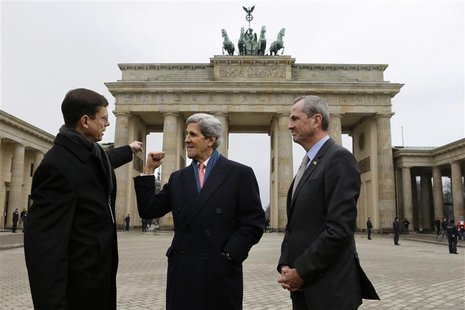 Walter Hassmann, deputy chief of Protocol for the German Foreign Ministry (L), talks with U.S. Secretary of State John Kerry and U.S. Ambass