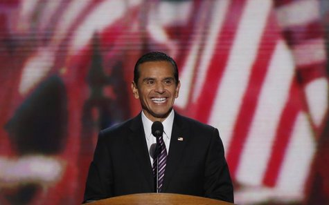 Los Angeles Mayor Antonio Villaraigosa smiles at the start of the second session of the Democratic National Convention in Charlotte, North C