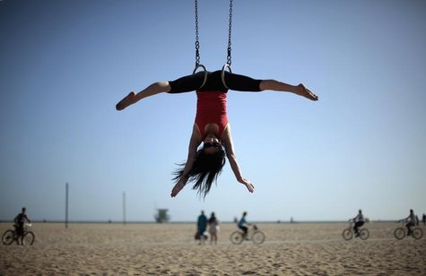 Giang Hoang, 38, of Los Angeles exercises on the beach in Santa Monica, California May 27, 2011. REUTERS/Lucy Nicholson