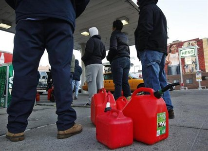 Customers wait in line for gas at a Hess fuelling station in Brooklyn, New York, November 9, 2012.
