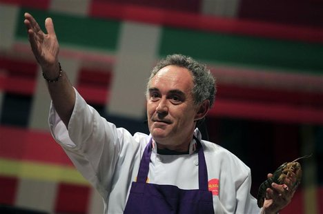 "El Bulli restaurant head chef Ferran Adria gestures while holding a shrimp as he speaks during a conference at the ""Mistura"" gastronomic fai"